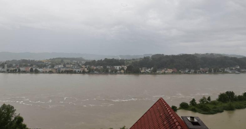 Webcam Aschach-Donau - https://aschach.panomax.com/