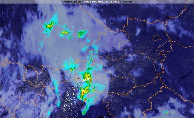 Satellitenbild, Radarbild und Blitzentladungen um 09:35 Uhr - EUMETSAT, Austrocontrol, nowcast, UBIMET