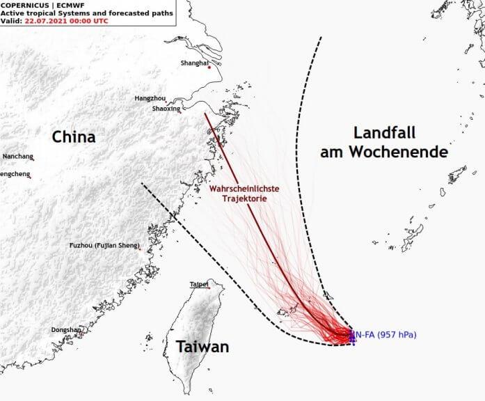 Mögliche Zugbahnen von Taifun In-Fa laut ECMWF-Ensemble-Prognose