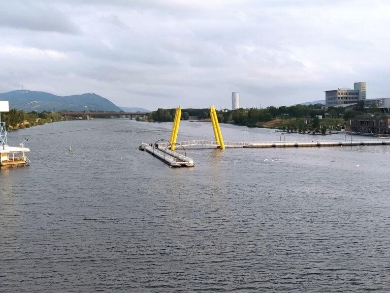 Hochwasser-Vorbereitungen entlang der Neuen Donau in Wien: Die Ponte Kagrana wird abmontiert - UBIMET