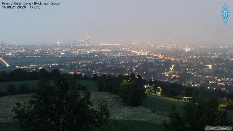 Starkregen in Wien um 20:20 Uhr - https://www.foto-webcam.eu/webcam/bisamberg/