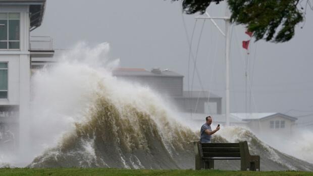Der tödliche Hurrikan IDA zieht über Louisiana hinweg