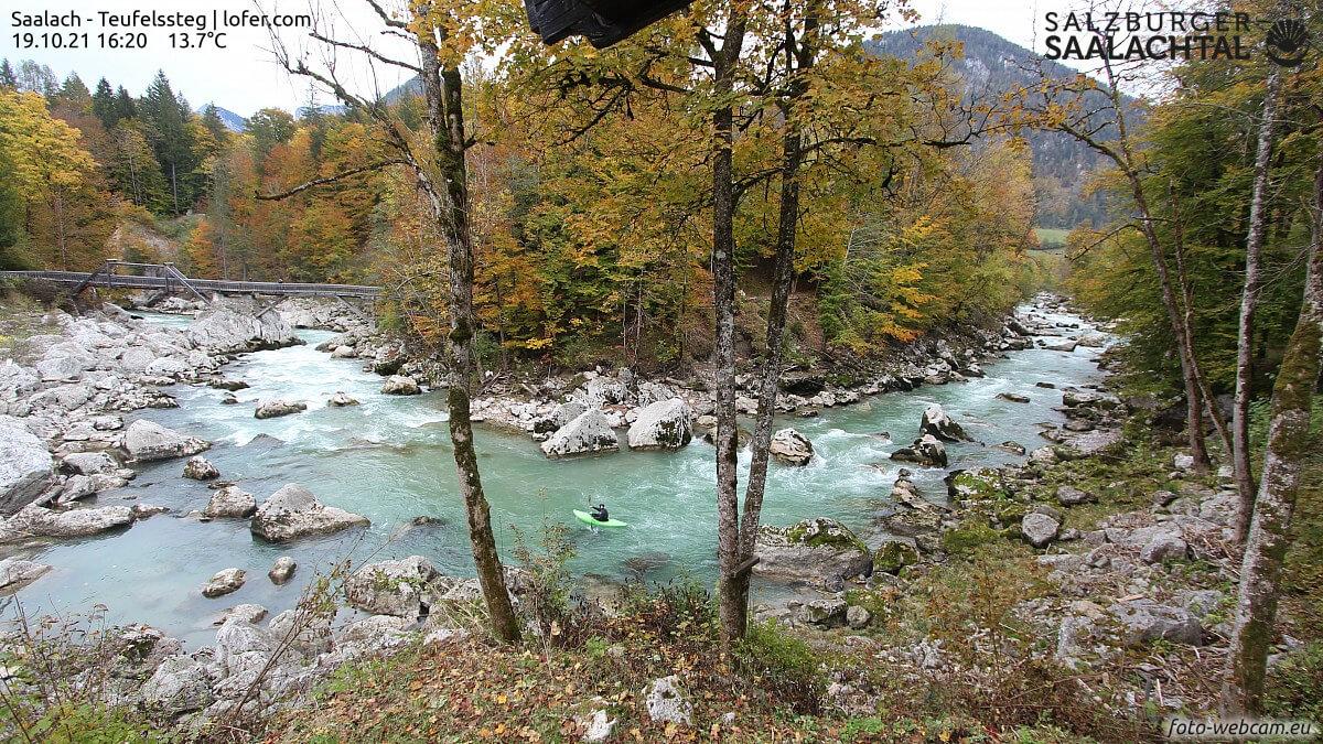https://www.foto-webcam.eu/webcam/lofer/2021/10/19/1620